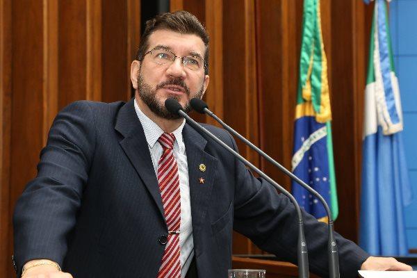 DEPUTADO BANCA RODADAS DE CERVEJA VINHO E CHOPE PARA SUA EQUIPE DE GABINETE COM DINHEIRO PÚBLICO