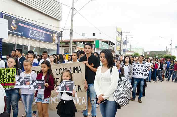 Sem respostas da justiça após um ano, população de Barra da Estiva vai às ruas em forma de protesto pela morte de Rhanna