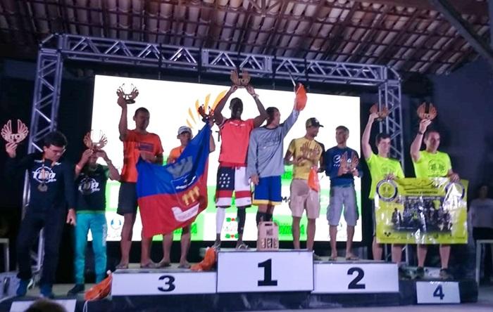 Brumadense Everton Brian é campeão nos 21 km da Ultra Trail Chapada Diamantina, em Mucugê