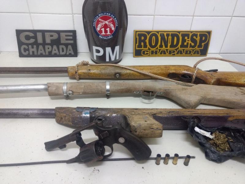Ação integrada apreende quatro espingardas e um revólver