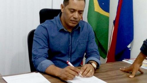 Prefeito de Itaetê é punido por nepotismo pelo TCM-BA e denunciado ao Ministério Público