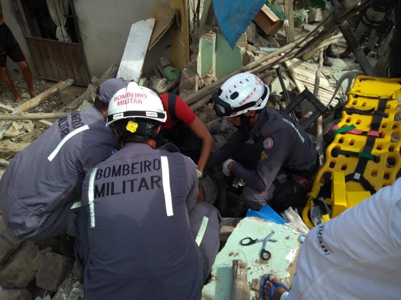 Corpo de Bombeiros realiza resgate em desabamento de residência em Itaberaba
