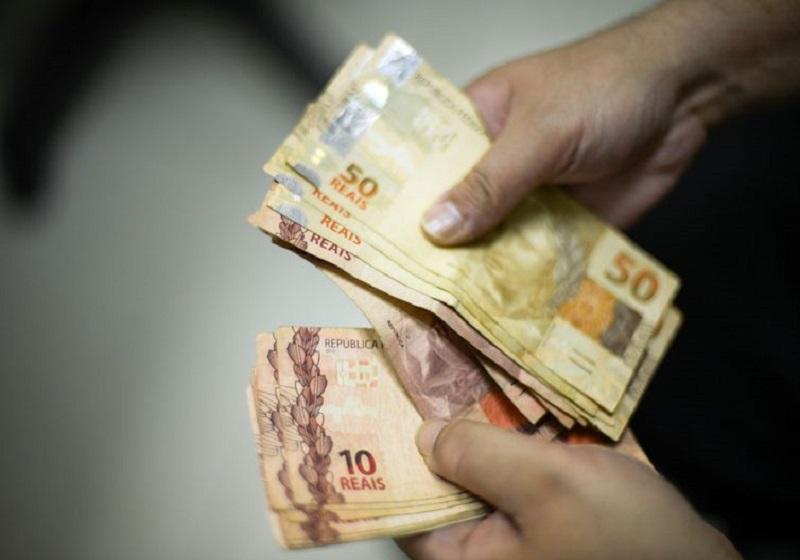 Governo aumenta para R$ 1.006 previsão para salário mínimo em 2019