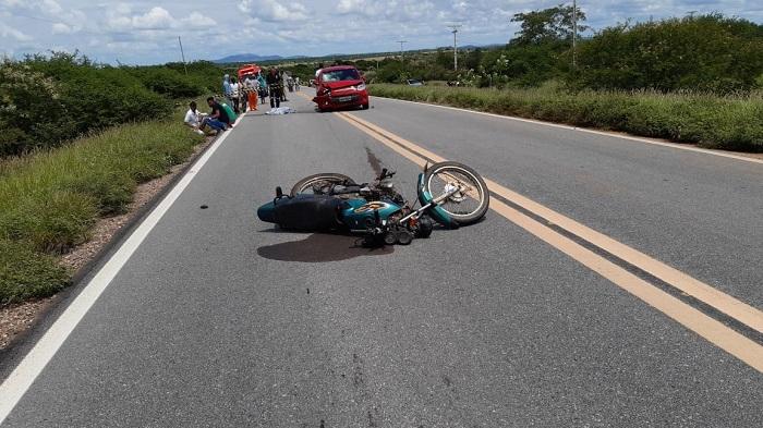 Veículo com placa de Barra da Estiva colide com motocicleta e deixa vitima fatal próximo a Sussuarana