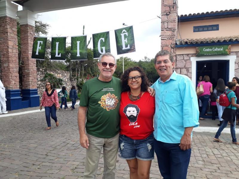 Waldenor e Zé Raimundo visitam a Feira Literária de Mucugê