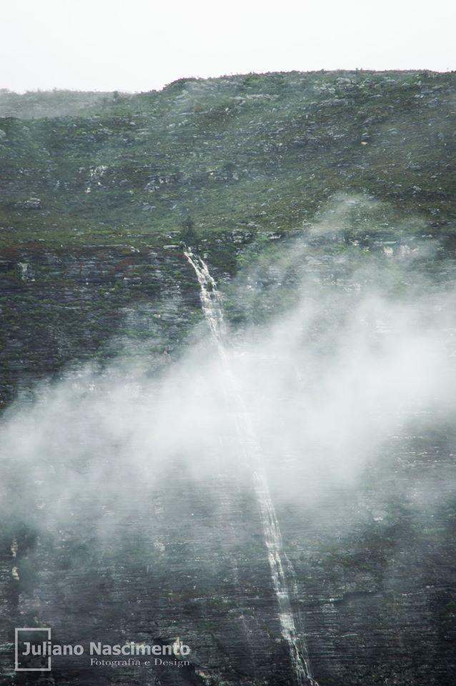 Fotógrafo registra espetáculo da natureza no 'Morro do Ouro' em Barra da Estiva