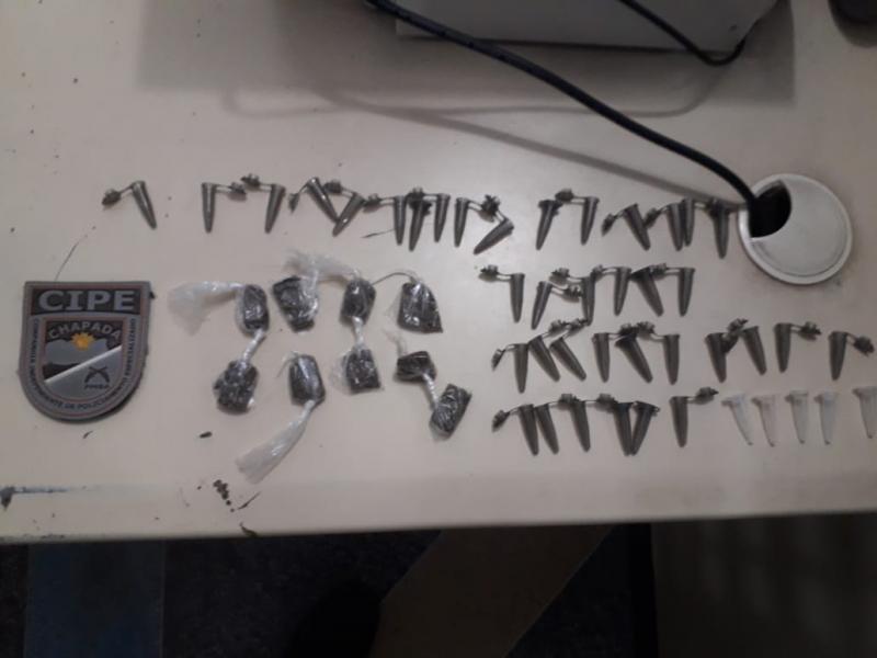 Cipe Chapada detém três homens e um adolescente arma e drogas em Ruy Barbosa