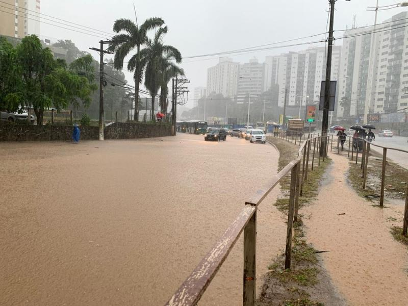 Chuvas deixam Salvador em alerta máximo