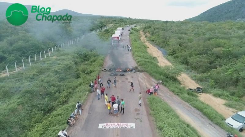 SOS BA-142: Manifestantes bloqueiam rodovia entre Tanhaçu e Ituaçu