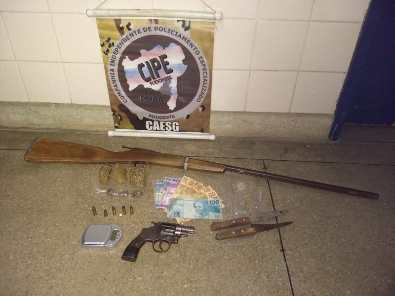 Iramaense é preso com drogas e armas na zona rural de Barra da Estiva