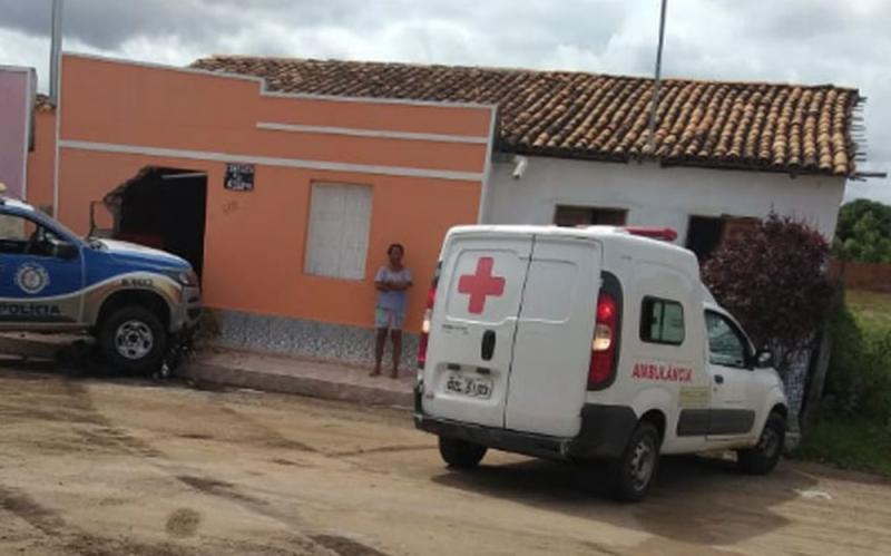 Iaçu: Viatura da Polícia Militar da Bahia atropela e mata idosa que estava sentada na porta de casa