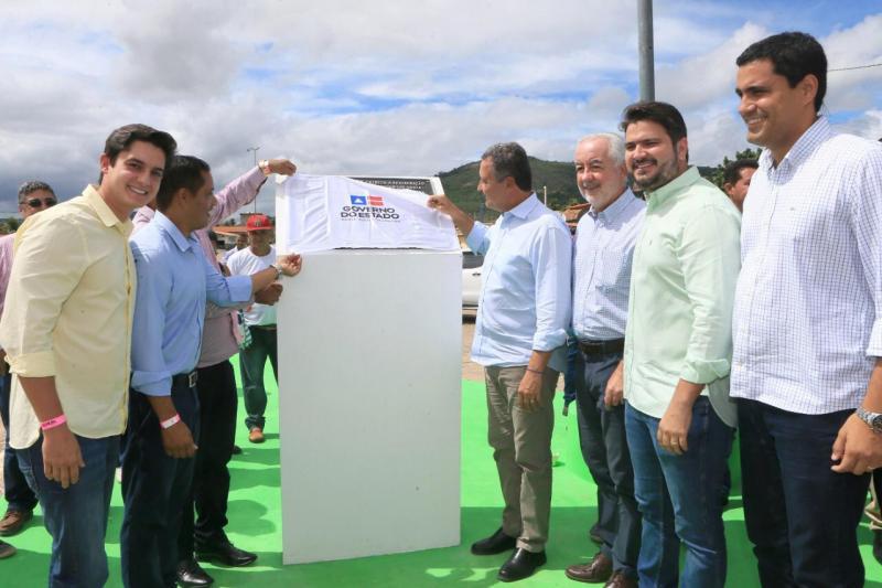 Governador inaugura trecho da BA-245 e assume mais 35km de obras  de pavimentação