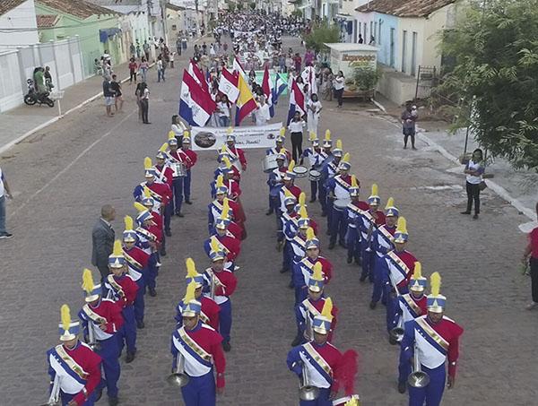 Desfile, Shows e outras programações marcaram o aniversário de Itaetê; veja o vídeo