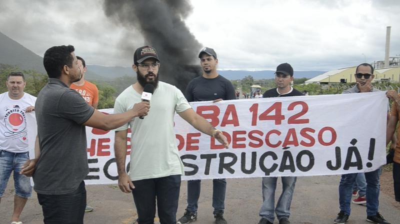 Veja a reportagem realizada no protesto da BA-142 entre Ituaçu e Tanhaçu