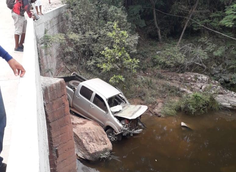 Veículo perde o freio e cai em rio na estrada que liga Ibicoara à Cachoeira do Buracão