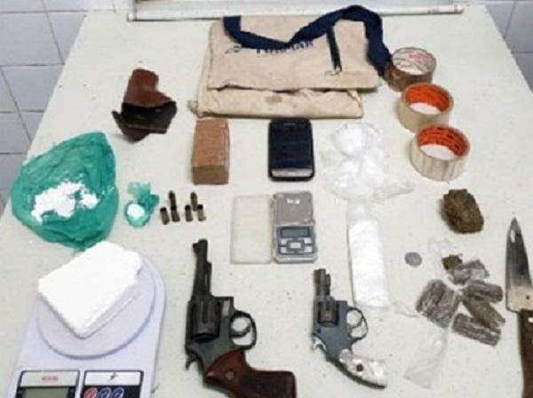 Homem morre após trocar tiros com a Cipe Chapada em Itaetê; armas e drogas foram encontradas