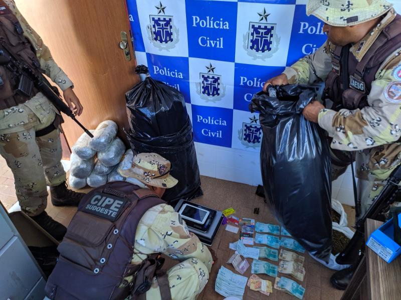 Chapada: Polícia apreende armas e grande quantidade de drogas em Barra da Estiva