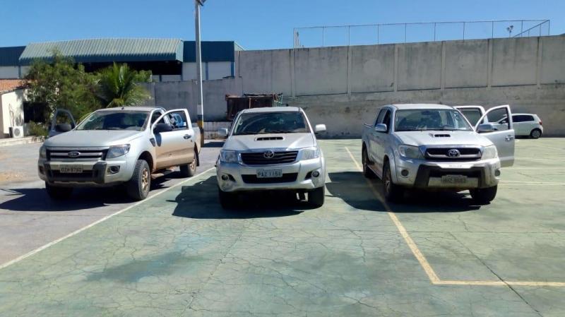 Quatro suspeitos de integrar quadrilha são presos com veículos roubados em Brumado