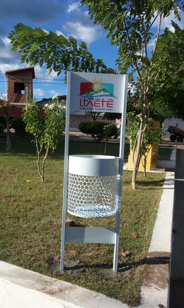 Prefeitura de Itaetê instala lixeiras ecológicas no município