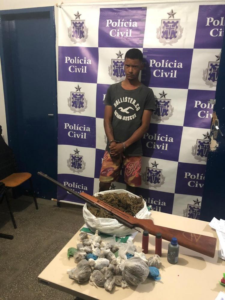 Traficante capturado no centro de Seabra com arma e drogas