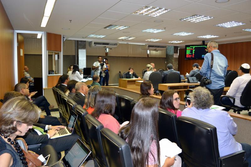CCJ APROVA MAIS QUATRO PROJETOS DE COMBATE À VIOLÊNCIA CONTRA A MULHER